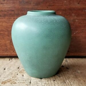 "TECO Vtg Original MATTE GREEN 5"" JAR VASE Charcoaled Glaze SIGNED Arts & Crafts"