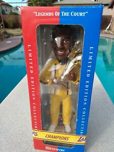 LIMITED EDITION of 3000 NBA LEGENDS OF THE COURT BOBBLE HEAD KOBE BRYANT 10 INCH