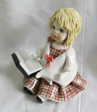 poupée en ceramique signée