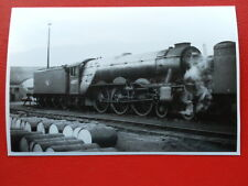 PHOTO  LNER CLASS A3 LOCO NO 60077 THE WHITE KNIGHT AT LEEDS HOLBECK SHEDS