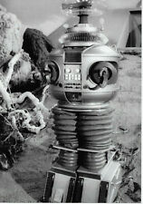 Lost In Space The Robot Outside The Jupiter 2 7X10 Photo
