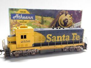 HO Scale - Athearn - Custom Santa Fe CF7 Diesel Locomotive Train #2556 NICE!
