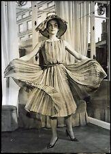 "photo. collection Nina Ricci . robe "" Brazilla "" 1960"