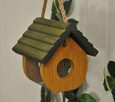Buen Tuercas Wild Bird Feeder por Tom Chambers