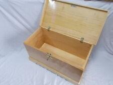 BAUL COFRE de madera con CERRADURA. XL 84 cm Barnizado color pino incoloro