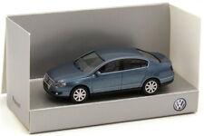 1:87 VW Passat Type B6 2005 Chrystalblue Bleu - Volkswagen Dealer-Edition