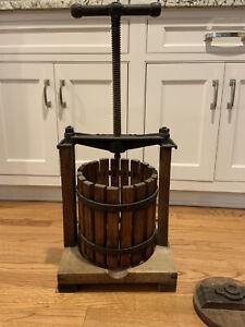 ATQ/VTG Wood & Cast Iron #25 Large Wine Lard Fruit Apple Cider Press  *1 Gallon