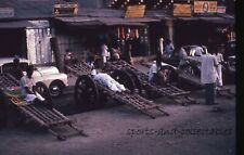 INDIA - 1966 Amateur 35mm Slide - MEN & HEAVY HAND CARTS OUTSIDE GOODS STORES