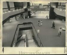 1975 Press Photo New Orleans International Airport interior view at escalators
