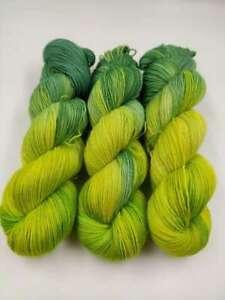 Handgefärbte Sockenwolle 4 fach 100 g -  GRÜN GRÜN  5472