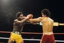Old Boxing Photo Salvador Sanchez Lands A Punch Against Azumah Nelson