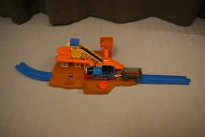 TOMY Thomas And Friends Trackmaster / Motor Road & Rail Sodor Quarry Loader 7544