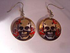 Ohrring kleine runde Form mit Totenkopf Rosen im Hintergrund Aluminium 3379