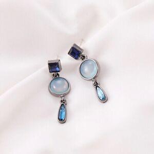 Schöne lange Ohrringe Tibetsilber mit blauen Stein und Kristallen.