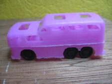 1/87 AUTOBUS  CAR TYPE GREYHOUND  PLASTIQUE ANNEES 60  ROSE