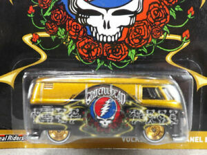 Jerry Garcia Grateful Dead Themed VW Volkswagen Bus Chase 1/64 Hot Wheels Mint