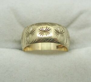 A Very Nice 9ct Gold Patterned Wedding Ring