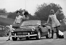 Photo originale Trois filles vers le soleil automobile Triumph