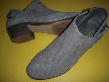 """Vince Camuto Parveen Suede Leather Side """"V"""" Ankle Booties Women's 8 W Grey"""