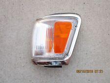 92 - 95 TOYOTA 4RUNNER FRONT DRIVER LEFT SIDE CORNER TURN  SIGNAL MARKER LIGHT