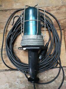 Alte  Bunkerlampe, Stalllampe Kellerlampe Gitterlampe Hoflampe Handlampe
