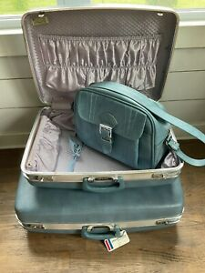 Set, VINTAGE 60's Suitcases, 3 Pc, Blue W/ Gorgeous Lining, All Keys, Excellent