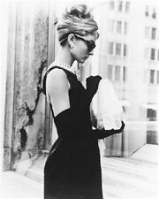 AUDREY HEPBURN AS HOLLY GOLIGHTLY FROM BREAK 8X10 PHOTO Nice image 165926