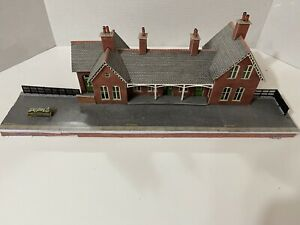 PO337 Metcalfe OO Scale Settle-Carlisle Station Engine Shed In Stone