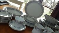 China Dinnerware Fontain by Carlton Japan Black White design service 4 plus 34 p