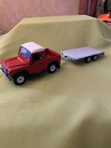britains farm Land Rover Defender Td5 In Red And Trailer 1/32