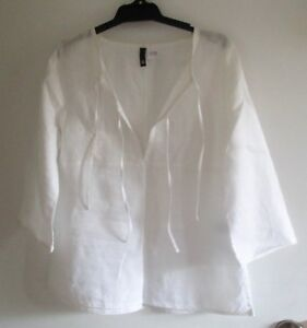 LADIES WHITE 3/4 SLEEVE TOP size 10 DIVIDED by H&M
