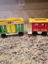 VINTAGE 1973 Fisher Price Circus ZOO  Train Cars GREEN AND RED LOT OF 2