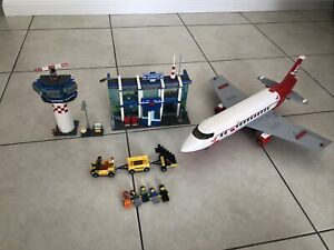 Lego City Airport 3182 & Plane Luggage Passport
