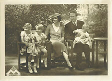 Photographie Marchand : Le Roi Baudouin de Belgique et sa Famille en pose