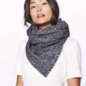 brand new with tags lululemon vinyasa scarf black/white