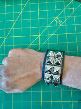 Pyramid studded wristband 100% leather in black, New