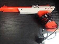 Oficial Nintendo NES pistola de luz Pistola Zapper Naranja probado en funcionamiento