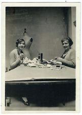 photo snapshot vintage 1930 métier modiste couturières / mannequin Stockman mode