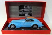 Véhicules miniatures bleus pour Alfa Romeo avec offre groupée