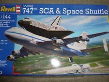 Brand New REVELL Modèle Kit Boeing 747 SCA & Space Shuttle