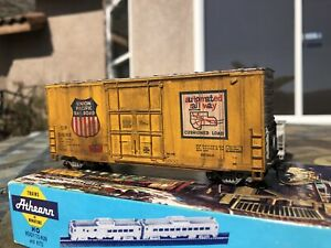 Athearn HO 40' Hi-Cube boxcar UP Union Pacific weathered
