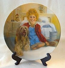 """KNOWLES COLLECTOR PLATE """"ANNIE & SANDY"""", LITTLE ORPHAN ANNIE,LMTD #7110R-NIB"""