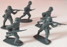 VINTAGE GERMAN WWII INFANTRY SOLDIERS PLASTIC 1/32 SCALE APPROX. UK DISPATCH