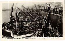 CPA Boulogne sur Mer-Le Port-Les petits bateaux á moteur rapportent (268370)