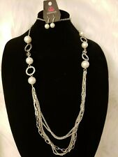 WOMAN'S NECKLACE WITH MATCHING EARRINGS - White