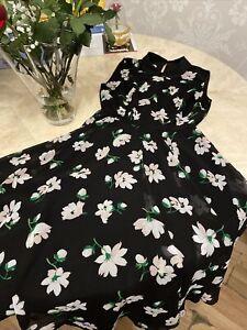 Hobbs Size 8 Black Floral Dress