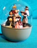 1989 Hallmark Keepsake Magic Ornament Joyous Carolers Light! Motion! Action MINT