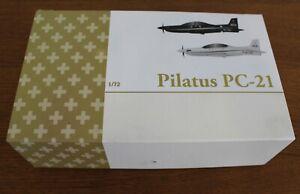 DEUX PILATUS PC-21 EDITION LIMITÉE AVEC CERTIFICAT D' AUTHENTICITÉ ECH 1/72
