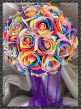 Fleurs, pétales et guirlandes multicolore pour le mariage