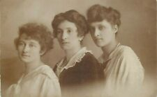 Photo dated 1919 women portrait
